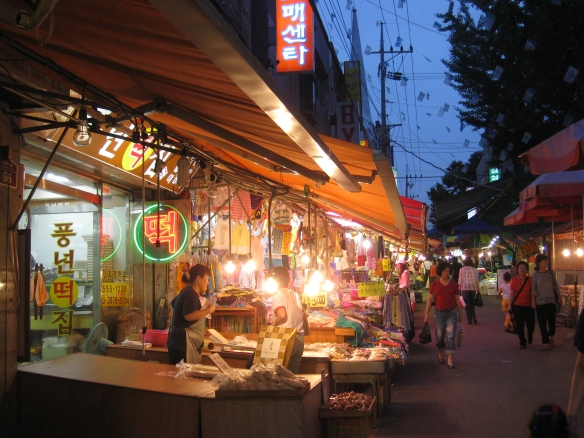 "A shop that sells ""ddeok"" 떡"